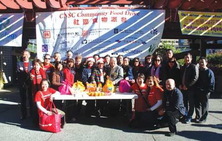 旧金山中国城等华人社区举行圣诞食品派发活动