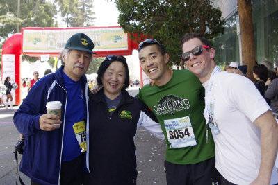 美国奥克兰马拉松嘉年华万人参与华裔市长加油