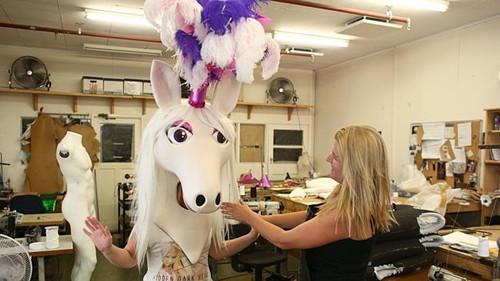 悉尼春节花车巡游将至 特色马儿道具点燃气氛