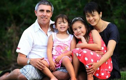悉尼亚裔男童小学校门口被撞身亡 4岁小表妹骨折