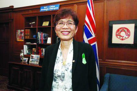 屈洁冰对于自己被委任统筹向华人道歉一事,感到很自豪。(加拿大《明报》