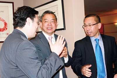 美华裔参选罗得岛州州长获前州长站台盛赞(图)