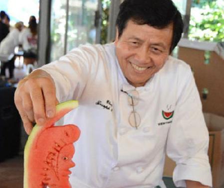美国举办西瓜节华裔厨师展示精湛西瓜雕工