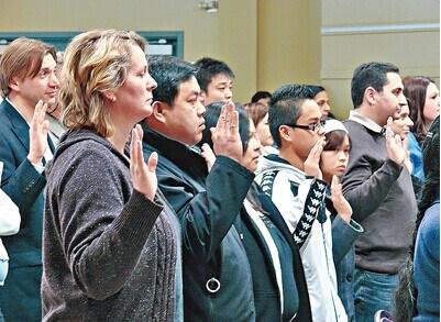 加拿大八成新移民入籍与本土居民收入差距扩大