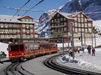 瑞士最美风景 都在火车上-中新网