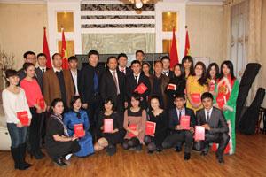 驻奥什总领馆举办吉南部孔子学院师生新年联谊会