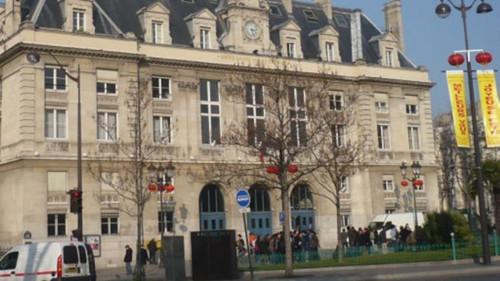 中国侨网法国首都东南面华埠的巴黎13区区府。(英国BBC中文网)