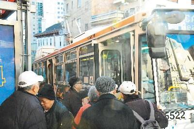 旧金山通过长者免费乘车计划受到华裔民众欢迎