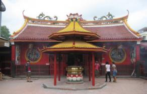 雅加达唐人街约400年古庙金德院失火毁数十神像