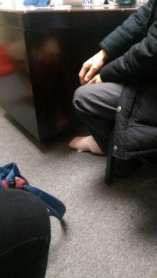 纽约华裔男子抱孙被冰滑倒腿骨折律师称或难索赔