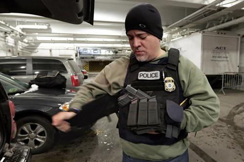 美移民海关局:地方政府不合作逮捕非法移民太难