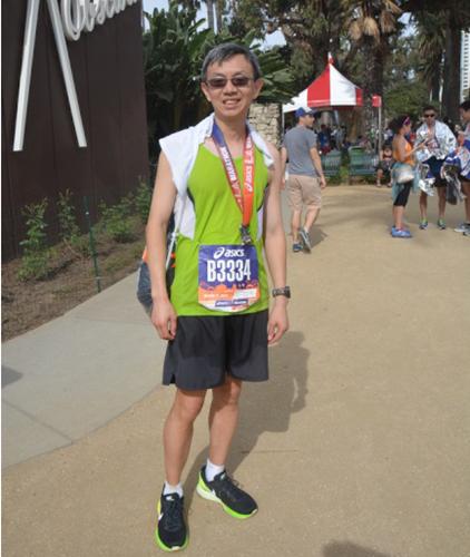 6名华裔选手跑进洛杉矶马拉松比赛前500名(图)