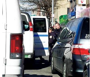 纽约华裔乘地铁遭4少年挑衅乘客帮忙报警解围