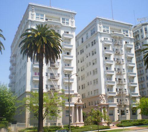 中国人赴美买房:投资者爱独立房年轻人爱公寓