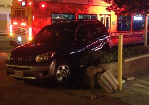 美华裔女子遭遇午夜惊魂被一车连续猛撞八次