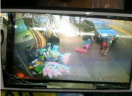 美华裔店主勇抓少年窃贼反被捕遭关押5个小时
