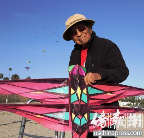 104岁美国华裔艺术家风筝节上忆往事