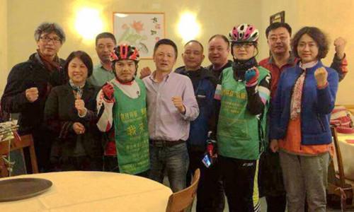 两中国车手环游骑行抵意大利热那亚侨团设宴欢迎