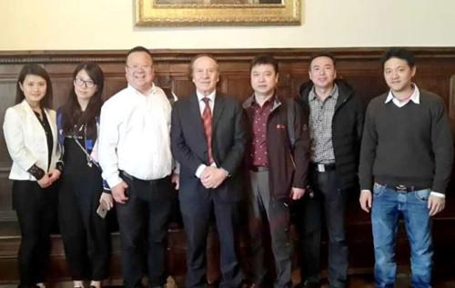圣马力诺国家元首会见中国企业家欢迎投资合作