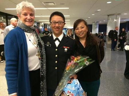 美华裔女汉子求学期间加入预备役军营训练(图)