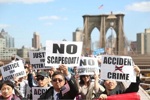"""纽约数千华人集会声援华裔警察吁不再当""""哑裔"""""""