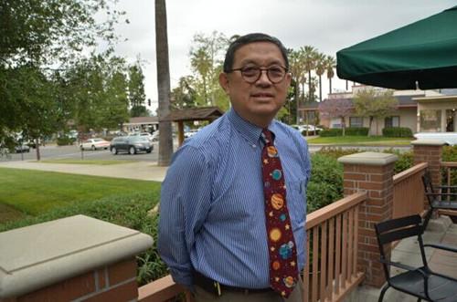 美华裔黄思宁再次获任西柯汶纳市议员(图)