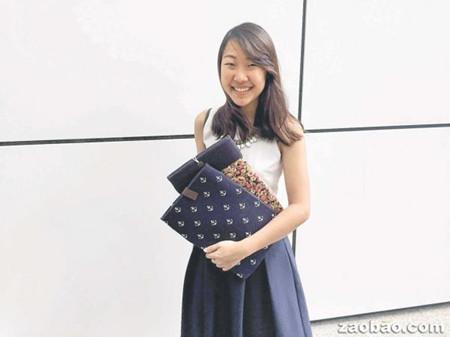 新加坡华裔女生喜好针线活缝制电脑套掘出商机