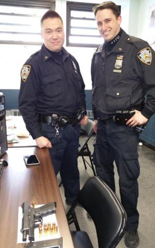纽约华裔警察上演街头飞车擒拿持枪劫匪好戏(图)
