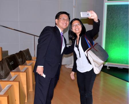 美加州华裔财长江俊辉吁节能华裔企业家支持