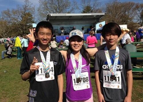美国华裔母亲为癌症患者长跑募集超额善款(图)