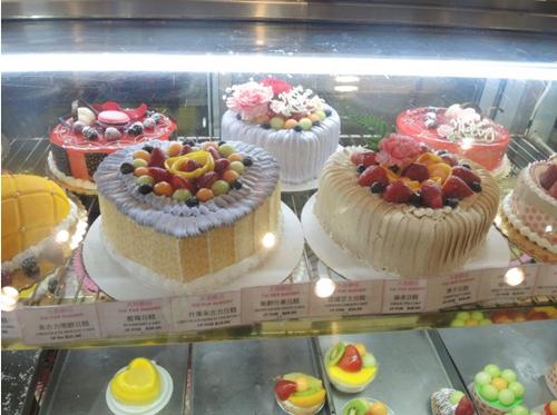 纽约华埠商家母亲节忙翻 蛋糕店花店餐馆生意旺