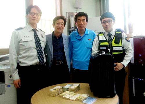 中国商人在韩遇到好心的哥找回40万元遗失巨款