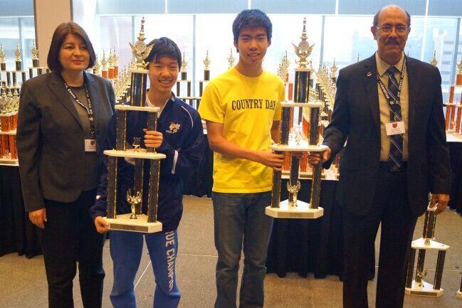 美华裔高中生夺双重棋全美冠军 热爱下棋挑战性