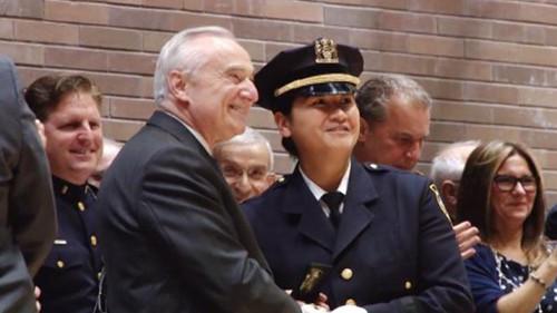 华裔女警张爱玲创造历史成纽约首位亚裔女性警司