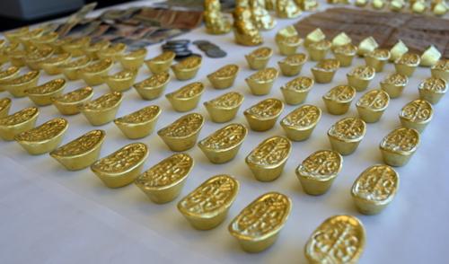加拿大一中国籍男子卖假金元宝多名华人受骗