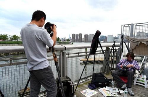 在美华人摄影爱好者为拍美国国庆烟火蹲点9小时