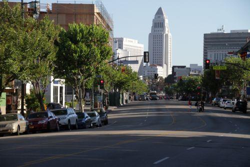 洛杉矶中国城行人交通事故多发走人行道相对安全