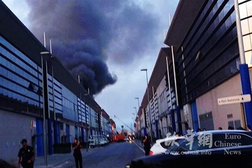 西班牙仓库区火灾殃及多家华商中领馆吁严防火灾