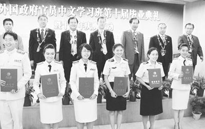 100名外国政府官员赴华学中文所在国侨胞受益大
