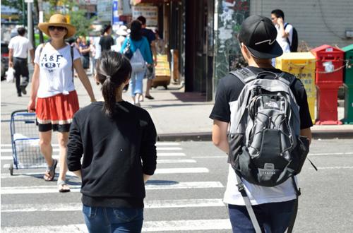 听不懂英语太尴尬美国新移民华裔高中生主动留级