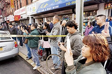美华埠现可疑包裹遭警方封锁华裔围观拍照看热闹
