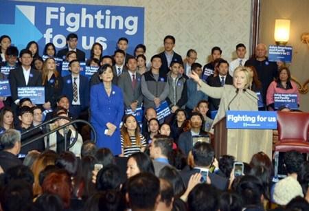 美国民主党总统参选人希拉里赴华人小区造势