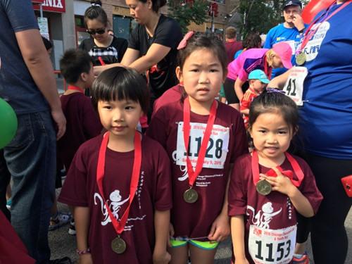 芝加哥华埠举行五公里路跑大赛上千人参加(图)