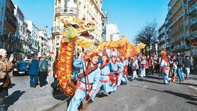 侨界关注:春满人间海外华侨华人共度春节