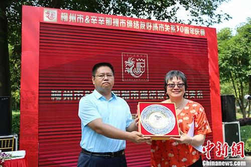 六旬美籍华人30年奔走全力搭建中美友谊桥