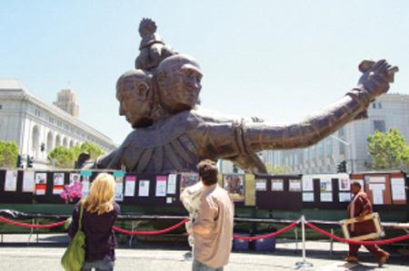 中国艺术家雕塑作品 三头六臂 旧金山遭涂鸦