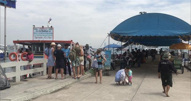 泰国正值雨季 华欣-芭堤雅渡轮不出船保障游客安全