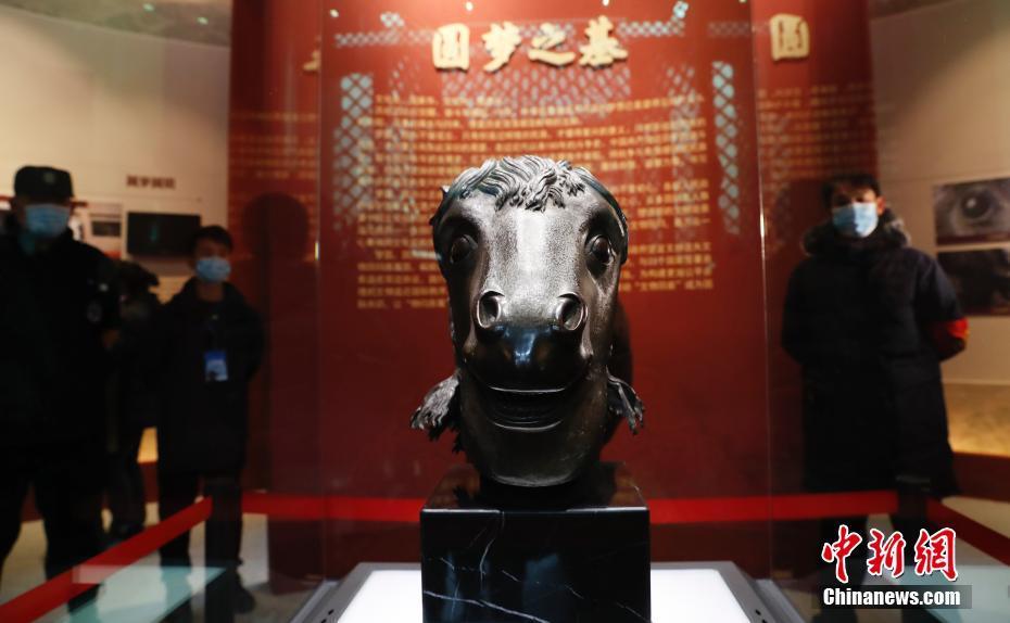 流失海外160年 马首铜像重回圆明园