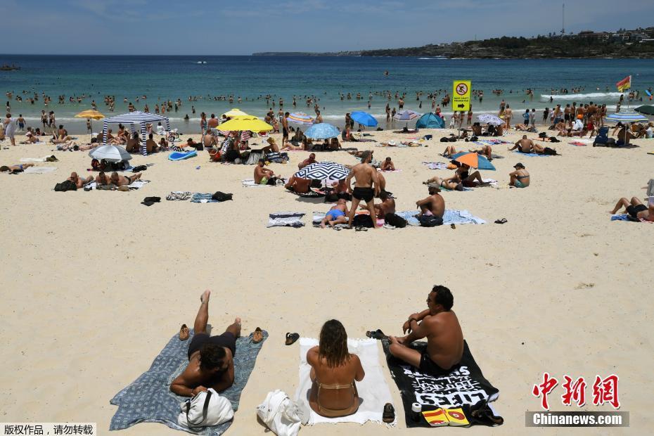 悉尼迎来热浪天气 民众前往沙滩戏水降温