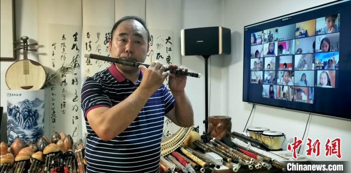 """137名华裔青少年网上夏令营""""云结业"""""""